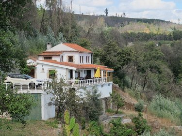 Quinta with swimming pool by the river i...