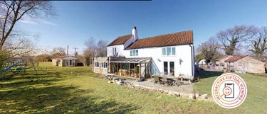 5 bed Lincolnshire farmhouse, 2 acres pl...