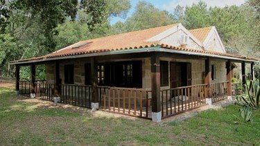 PROPERTY WITH TWO HOUSES IN OLIVEIRA DO...