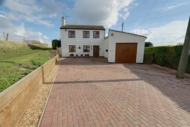 4 Bed Detached Equestrian Property - Cam...