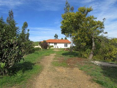 Cosy little cottage with 2.6 hectares la...