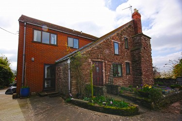 Stunning 5 Bed Detached Property with 7...