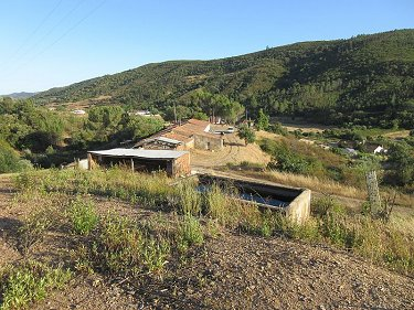 Large old farmhouse with 11 hectares in...