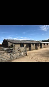 Private stables and grazing - 6 acres -...