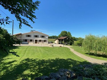 Stunning Farmhouse/Equestrian Property