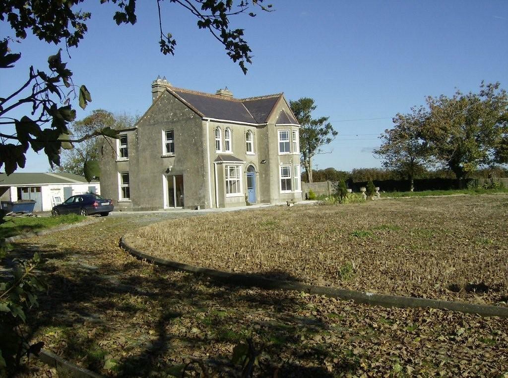 Lovely classic country house in ireland with 7 for Old country homes