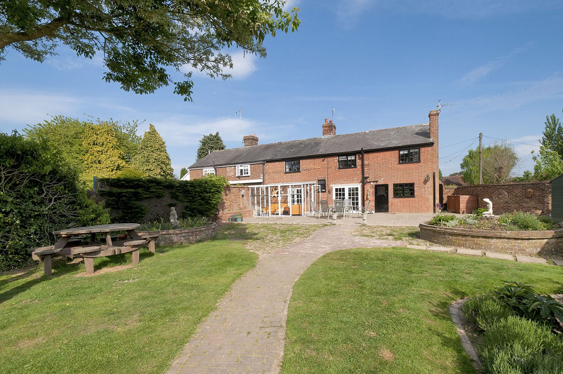Idyllic Country Cottage With 3 5 Acres Stables 4