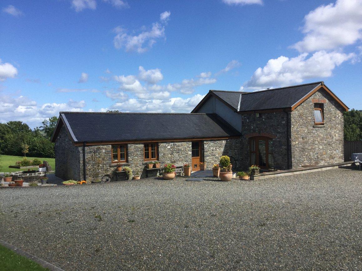 Stunning barn conversion with annexe garage barn 10 for Annexe garage