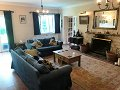 Surrey 2 acres/5 large bedrooms/within M...