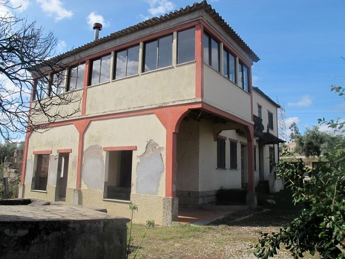 Property with Secular House in Center of Portugal
