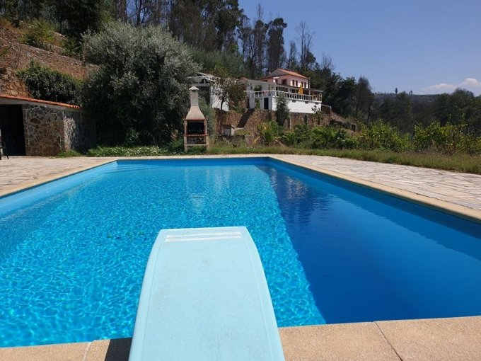 Quinta with swimming pool by the river in Center of Portugal