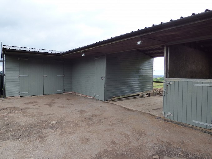 5 acre smallholding with 4 stables and arena