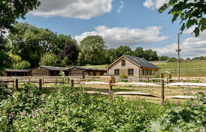 3 bed barn, 9 stables, sandschool & 9 acres