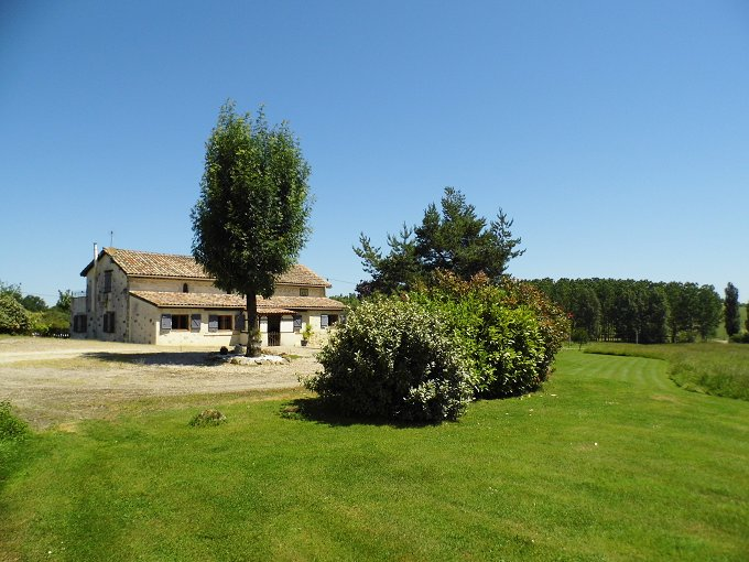 Hamlet of 2 Houses, outbuildings, Pool in 30 Acres SW France