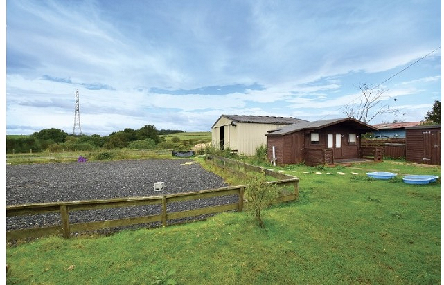 3 bedroom Bungalow with 4 acres & stables for 4 horses